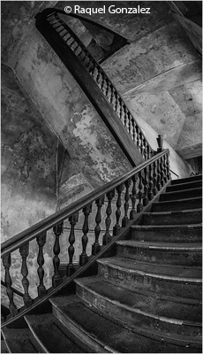 december-bw_gonzalez_raquel_old-opera-house-stairs
