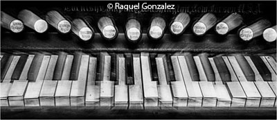december-theme-musical-instruments_gonzalez_raquel_the-zooming-piano