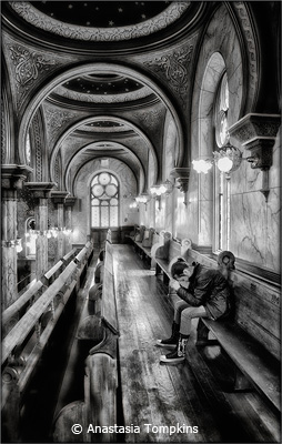 october-b-and-w_tompkins_anastasia_eldridge-street-synagogue